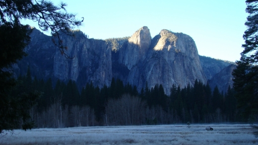 Yosemite-Valley-04-frost-Cathedral-Rock